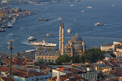 Nuovo trasporto del mare e della moschea a Costantinopoli Fotografia Stock