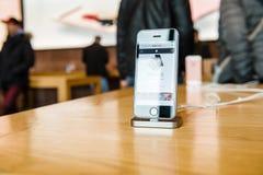 Nuovo ultimo smartphone del Se di iPhone di Apple dai calcolatori Apple Immagini Stock
