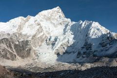 Nuptse και παγετώνας Khumbu από Gorak Shep στοκ εικόνα με δικαίωμα ελεύθερης χρήσης
