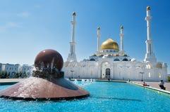 Nur-Astana moské royaltyfria bilder