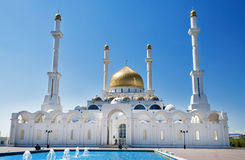 Nur-Astana moské royaltyfri bild