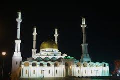 Nur Astana moské på natten i Astana, Kasakhstan Royaltyfri Bild