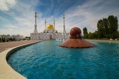 Nur Astana Mosque in Astana, Kazachstan Het is de tweede - grootste moskee in Kazachstan Stock Foto