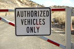 Nur autorisierte Fahrzeuge Stockbild
