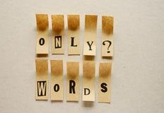 Nur Wörter - Wort in den klebrigen Buchstaben stockbilder