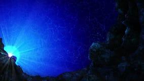 Nur w oceanie Podwodni widoku słońca promienie i lotniczy bąble w głębokim błękitnym morzu Luksusowy wakacje poj?cie P?tli animac zdjęcie wideo