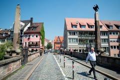 Nuremberg, Alemania - 6 de junio de 2016: Opinión sobre el Karlsbrid más alto Imagen de archivo libre de regalías