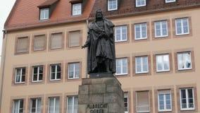 Nuremberg, Allemagne - 5 décembre 2018 : Monument à l'artiste célèbre Albrecht Durer banque de vidéos