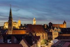 Nuremberg Bayern, Tyskland-afton cityscape royaltyfri bild