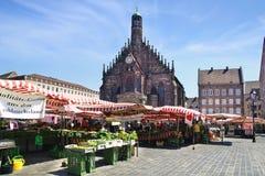 Nuremberg domkyrka, Frauenkirche på den huvudsakliga marknadsfyrkanten Nuermberg Tyskland Fotografering för Bildbyråer