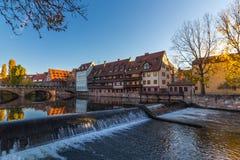 Nuremberg-Duitsland-rivier Pegnitz binnen van de binnenstad Stock Foto's