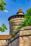 Nuremberg Duitsland, vestingwerkwatchtower van Castel Kaiserburg royalty-vrije stock foto's