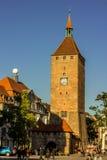 Nuremberg, luz del sol Torre-de oro Alemania-blanca Imagenes de archivo
