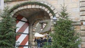 Nuremberg Niemcy, Grudzień, - 5, 2018: Widok brama Dekorujący miasto Katoliccy boże narodzenia w Europa zbiory