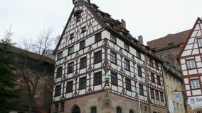 Nuremberg Niemcy, Grudzień, - 5, 2018: Widok ulicy stary miasto Nuremberg w zimie zdjęcie wideo