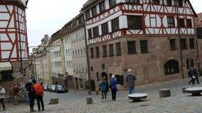 Nuremberg Niemcy, Grudzień, - 5, 2018: Widok ulicy stary miasto Nuremberg w zimie Dom sławny zbiory wideo