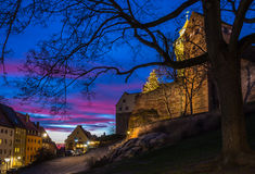 Nuremberg (Nuernberg), Duitsland-Keizerkasteel bij schemer Stock Afbeeldingen