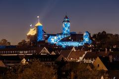 Nuremberg slott i natten - Tyskland arkivbild
