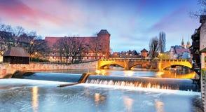 Nuremberg stad - flodstranden av den Pegnitz floden, Tyskland arkivbilder