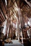 NUREMBERG TYSKLAND - JUNI 20: Inre av kyrkan för St Lorenz (St Lawrence) Royaltyfri Bild