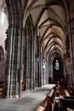 NUREMBERG TYSKLAND - JUNI 20: Inre av kyrkan för St Lorenz (St Lawrence) Arkivfoton
