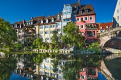 Nuremberg Tyskland på den Pegnitz floden Arkivfoton