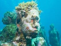 Nurkować przy podwodnym muzealnym Cancun obrazy stock