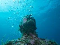 Nurkować przy podwodnym muzealnym Cancun fotografia royalty free
