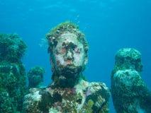 Nurkować przy podwodnym muzealnym Cancun obrazy royalty free