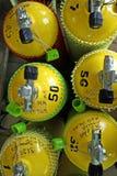 nurkowi ean nitrox pojemniki dla nurków żółte zdjęcie royalty free