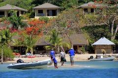 Nurkowy drużynowy przybycie wewnątrz dla dnia, Volivoli miejscowość nadmorska, Fiji, 2015 Zdjęcie Stock