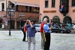 NURNBERG, ΓΕΡΜΑΝΙΑ - 13 ΙΟΥΛΊΟΥ 2014: Hauptmarkt, το κεντρικό τετράγωνο της Νυρεμβέργης, Βαυαρία, Γερμανία Οι τουρίστες παίρνουν  Στοκ εικόνες με δικαίωμα ελεύθερης χρήσης