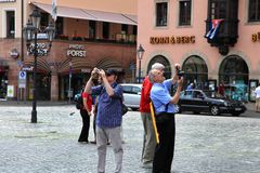 NURNBERG, ALEMANHA - 13 DE JULHO DE 2014: Hauptmarkt, o quadrado central de Nuremberg, Baviera, Alemanha Os turistas tomam imagen Imagens de Stock Royalty Free