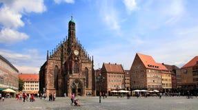 NURNBERG, ALEMANIA - 13 DE JULIO DE 2014: El Frauenkirche (iglesia del La Fotografía de archivo