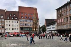 NURNBERG, GERMANIA - 13 LUGLIO 2014: Hauptmarkt, il quadrato centrale di Norimberga, Baviera, Germania Norimberga accomoda annual fotografia stock libera da diritti
