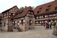 NURNBERG, GERMANIA - 13 LUGLIO 2014 Vista dalle Camere in Kaiserburg fotografie stock libere da diritti