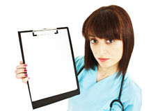 Nurse / doctor showing blank clipboard sign Royalty Free Stock Photos