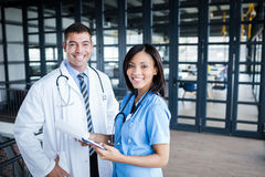 Nurse and doctor smiling at camera Royalty Free Stock Photography