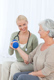 Nurse helping her patient to do exercises Royalty Free Stock Photography