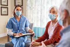Free Nurse Listening To Senior Couple During A Home Visit Royalty Free Stock Photos - 213953198