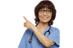 Nurse pointing at the copy space Royalty Free Stock Photos