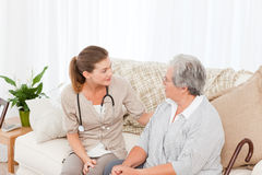 Nurse talking with her patient Stock Photography