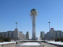 Nursultan, KAZACHSTAN - marsz 19, 2011: Widok sławny Baiterek wierza na Nurzhol bulwarze w centrum Nursultan Astana obrazy stock