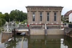 NURTINGEN, ALEMANHA 31 DE MAIO DE 2012: central elétrica hidroelétrico no rio Neckar no Nurtingen em Alemanha do sul Fotos de Stock Royalty Free