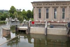 NURTINGEN, ALLEMAGNE 31 MAI 2012 : centrale hydroélectrique sur la rivière le Neckar dans le Nurtingen en Allemagne du sud Images libres de droits