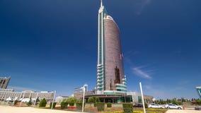 Nurzholboulevard timelapse hyperlapse De moderne nieuwe bureaubouw is in de hoofdstad van Republiek Astana, Kazachstan stock footage