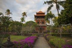 Nusa Dua-område med byggnader och parkerar i traditionell Balinesestil, Bali, Indonesien Royaltyfri Fotografi