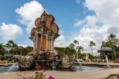 Nusa Dua teren z budynkami i fontannami w tradycyjnym balijczyka stylu, Bali, Indonezja zdjęcie stock