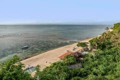 Nusa Dua Uluwatu met mooie klippen en stranden in Bali, Indo stock fotografie