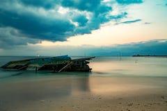 Nusa penida, Bali strand med dramatisk himmel Fotografering för Bildbyråer